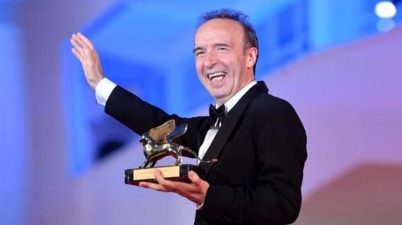 """Roberto Benigni vince il Leone d'Oro e lo dedica alla moglie: """"Il nostro è un amore a eterna vista"""""""