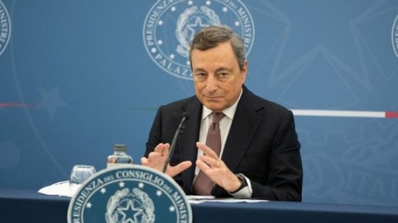 Covid-19, Mario Draghi apre all'obbligo vaccinale: favorevoli anche i giuristi