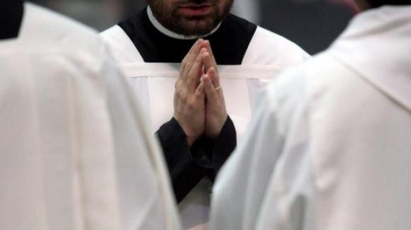 """I no vax nella Chiesa, Don Pietro Cutuli: """"Dietro ai vaccini è presente Satana"""""""