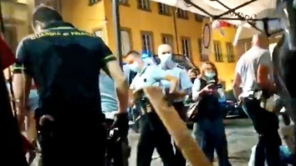 Prato, Polizia sgombera un presidio di lavoratori in sciopero della fame: denunciate violenze