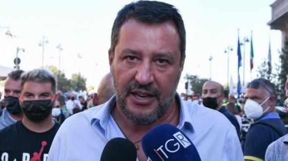 """Matteo Salvini contro l'obbligo vaccinale: """"Mio figlio si è vaccinato per non pagarsi i tamponi"""""""