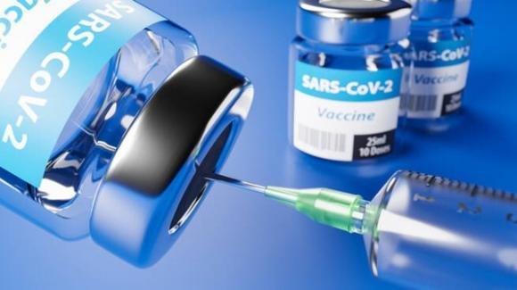 Covid-19, studio scientifico: vaccini a mRna poco efficaci dopo 6 mesi
