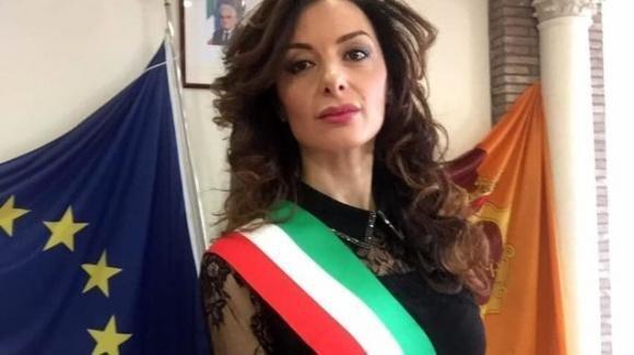 """Covid-19, Francesca Benevento: """"Vogliono sterminarci attraverso il 5g"""""""