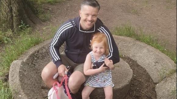 Martyn e Sophie: padre e figlia uccisi nella strage di Plymouth sepolti in un'unica bara
