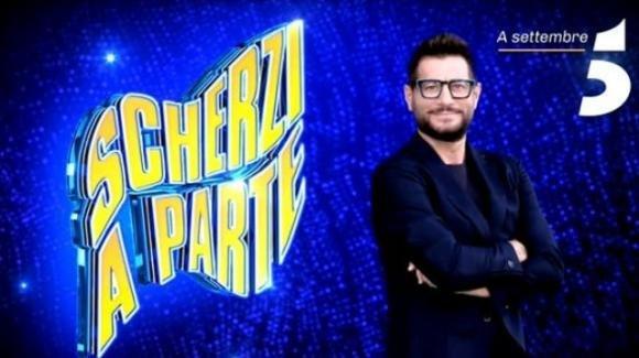 Scherzi a parte anticipazioni puntate: Enrico Papi introduce lo scherzo in diretta