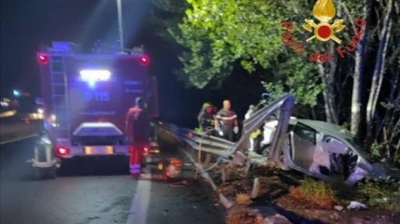 Catanzaro, esce di strada con l'auto e colpisce un guardrail: muore il passeggero