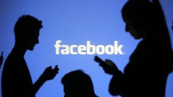 Facebook: test per Messenger, sviluppo status musicali, problemi con fake news e antitrust GB