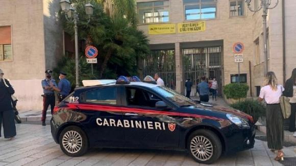 Brindisi, falso allarme bomba al Comune: edificio evacuato
