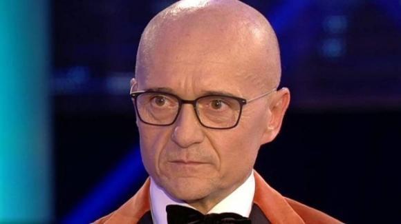 GF Vip, Alfonso Signorini nella bufera: pioggia di critiche per il conduttore