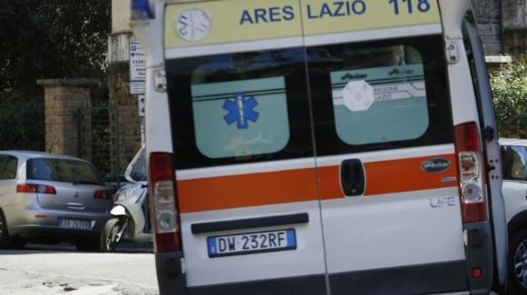 Roma, litiga con la fidanzata e tenta di impiccarsi: 19enne in gravissime condizioni