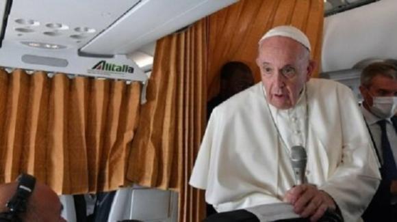 Papa Francesco su negazionisti in Vaticano: chi è il cardinale NoVax?
