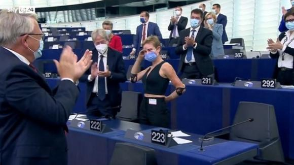 "Bebe Vio standing ovation al Parlamento europeo. A von der Leyen: ""Prossima volta carbonara a Trastevere"""