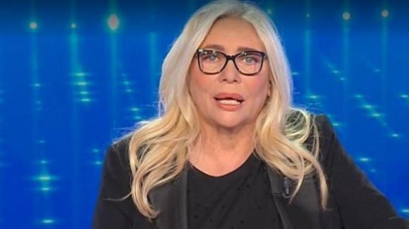"""Mara Venier dice addio alla tv: """"Sono stanca, basta!"""", il gesto dopo Domenica In"""