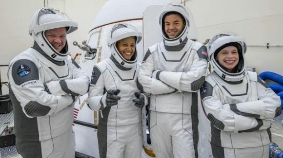 Turismo spaziale: per la prima volta 4 privati in orbita