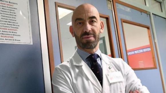 """Matteo Bassetti: """"Buone chance che i non vaccinati possano infettarsi entro 2 anni"""""""