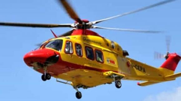Ancona, bimbo cade dal balcone: trasportato in ospedale