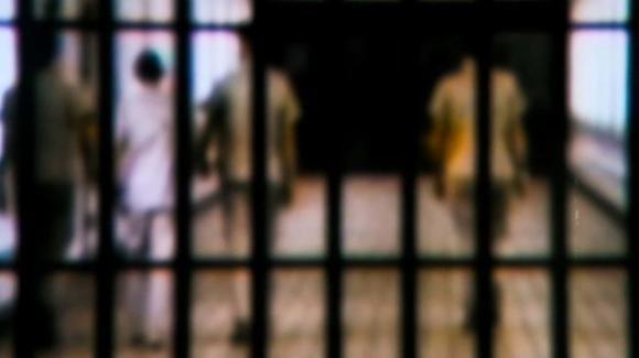 Frosinone, detenuto minaccia agenti e spara contro 3 compagni di cella
