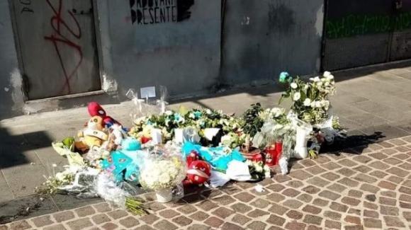 """Napoli, parla la mamma del bimbo caduto dal balcone: """"No a foto e video sui social"""""""
