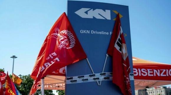 Giudice blocca i licenziamenti alla Gkn: i 422 dipendenti furono informati via mail senza alcun preavviso