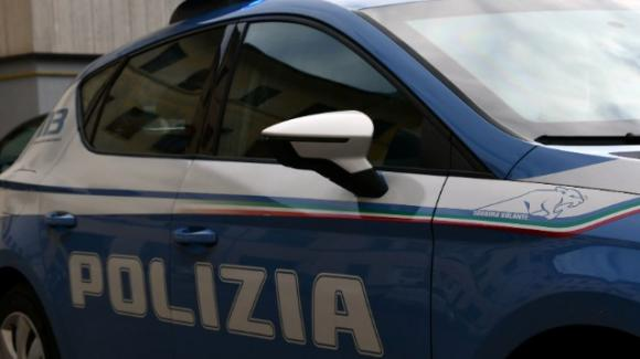 Lecce, picchia una donna in casa e tenta di strangolarla con il flessibile della doccia