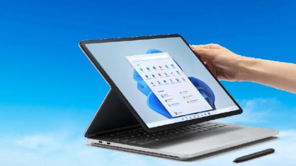 Microsoft presenta il notebook Surface Laptop Studio con display scorrevole