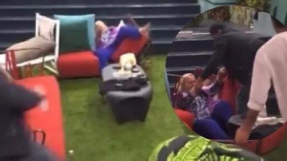 GF Vip 6: Katia Ricciarelli cade dalla sedia e poi litiga furiosamente