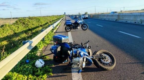 Brindisi, moto della Polizia Locale travolta da un'auto sulla superstrada