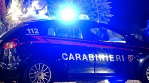 Torino, tenta di uccidere la compagna a coltellate: poi ingerisce varechina nel tentativo di suicidarsi