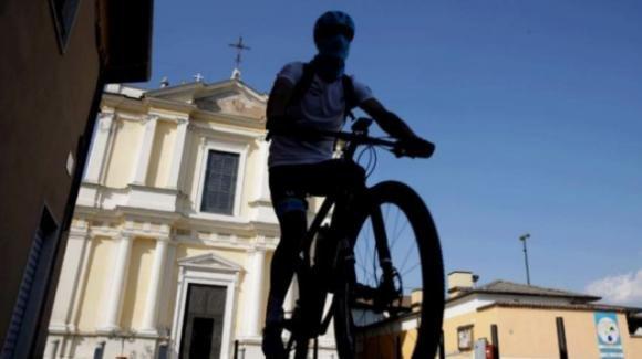 Bologna, guida la bici a pedalata assistita in stato di ubriachezza: denunciato
