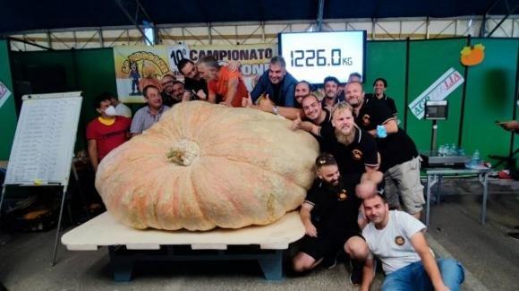 Toscana: pesa 1226 kg la zucca più grande del mondo