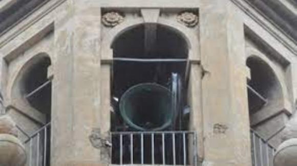 Imperia, scende in strada ogni volta che suonano le campane della chiesa e bestemmia