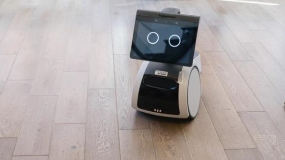 Astro: da Amazon il robot polifunzionale semovente con personalità e iniziativa