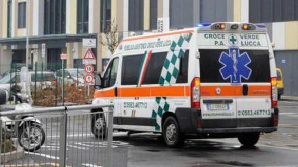 Infermiera investita da collega nel parcheggio dell'ospedale, è in fin di vita
