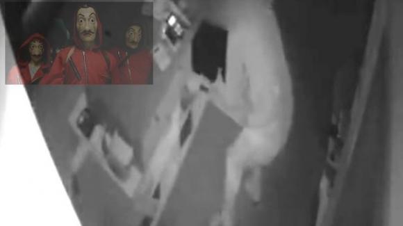 Torino, ruba in una macelleria indossando la felpa de La casa di carta: arrestato