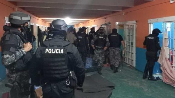 Ecuador, sanguinosi scontri tra gang in carcere: 116 morti di cui 6 decapitati