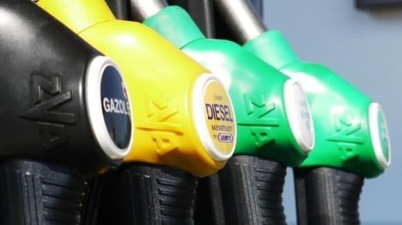 Prezzo dei carburanti in salita inarrestabile