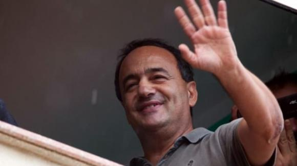 Reggio Calabria, l'ex sindaco di Riace Mimmo Lucano condannato a 13 anni e 2 mesi di carcere