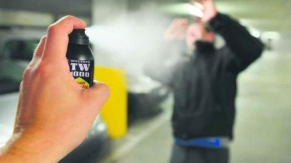 Torino, spruzza in classe spray al peperoncino intossicando quasi tutti i compagni