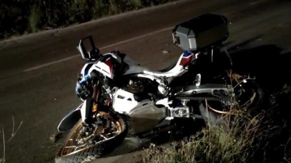 Taranto, si schianta con la moto contro un'auto tamponandola: morto sul colpo