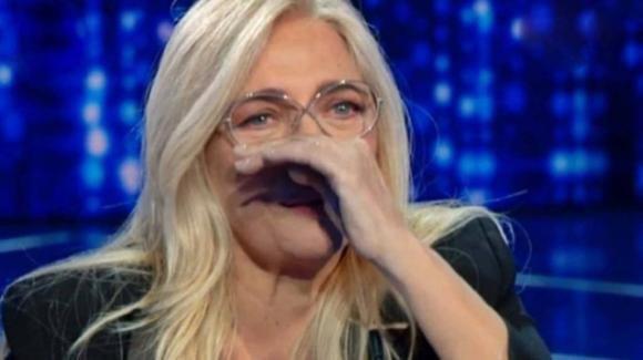 Mara Venier commossa in diretta tv: la conduttrice ricorda una persona cara che non c'è più