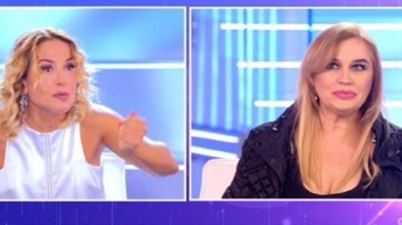 """Lory Del Santo boccia Barbara d'Urso e Pomeriggio Cinque: """"Manca quel pizzico di pepe"""""""