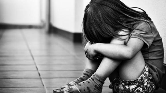 Lecce, ha una relazione con un ragazzo più grande: rimane incinta e decide di abortire