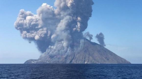 Lo Stromboli si fa sentire con una forte esplosione. Paura tra i turisti