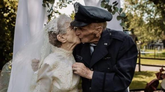 Sposi dal 1944 senza neanche una foto: la casa di riposo organizza un nuovo matrimonio per loro