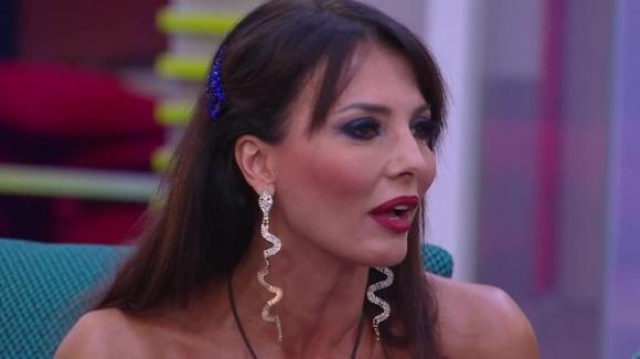 """GF Vip, Miriana Trevisan racconta il suo sogno erotico: """"Come un club di scambisti"""""""