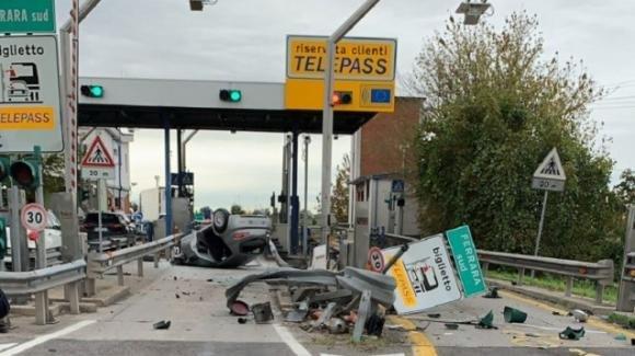 Brutto incidente a Ferrara Sud: anziano si schianta contro guard-rail