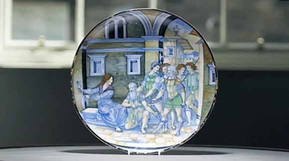 Piatto trovato in un cassetto venduto per 2 milioni: risale al 1520 ed è di Nicola da Urbino
