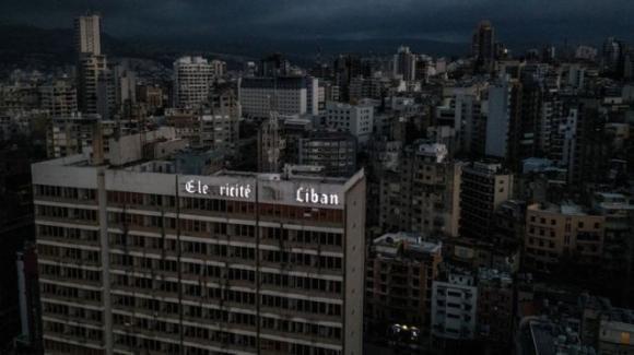 Libano, black out elettrico totale: nelle centrali è finito il carburante