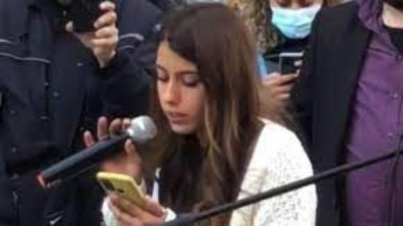 Bologna, studentessa No Green Pass si rifiuta di uscire dall'aula dell'Università: insultata