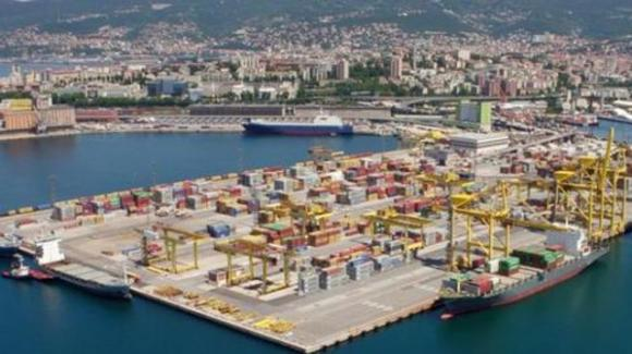 Trieste, i lavoratori portuali minacciano sciopero ad oltranza dal 15 ottobre: sono contro il Green Pass